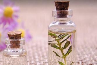 25+ Rekomendasi Parfum Refill Wanita dan Pria Super Lengkap, Terbukti Wangi dan Segar!