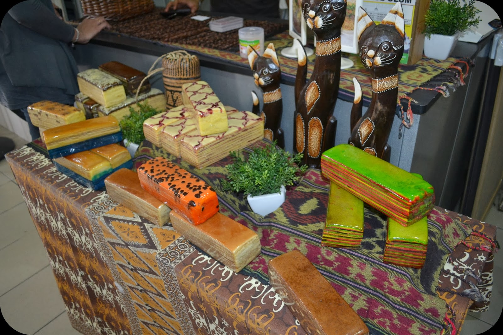 Pelengkap Hidangan I Kenyalang Kek Lapis Sarawak