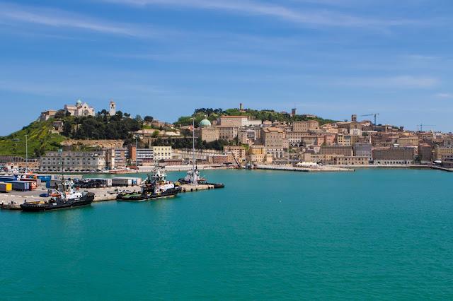 Partenza dal porto di Ancona