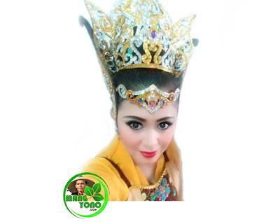 Neng Chaca (olive ) penari Jaipong dan model dari Batam.