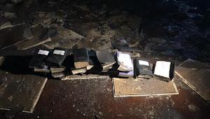 Viral, Alkitab Tetap Utuh Ketika Gereja Ludes Terbakar