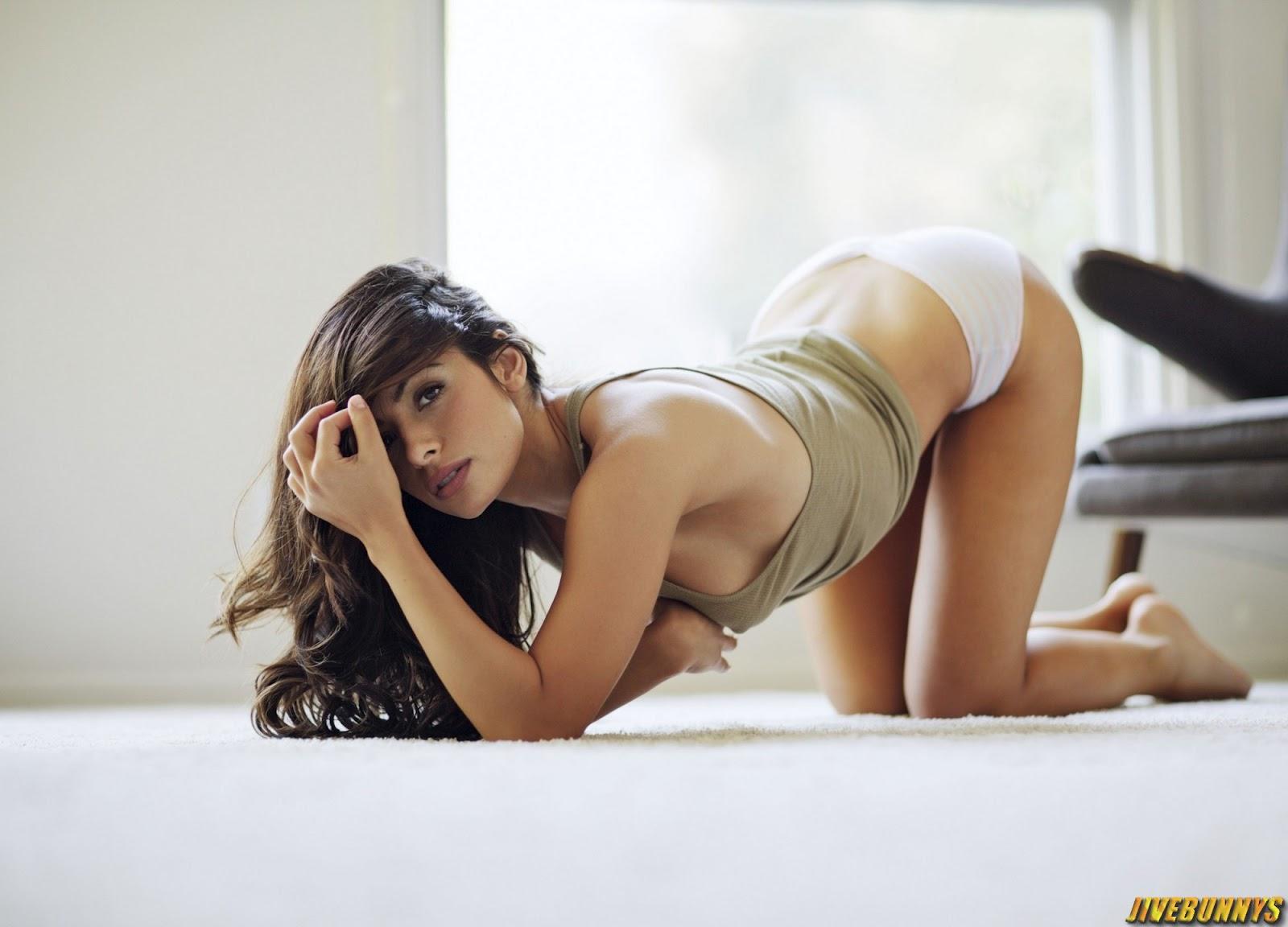 Sarah Lieving Sexy Photos 31