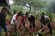Jelang Ramadhan, Bhabinkamtibmas Kejobong Bersama Warga Kerja Bakti Bersihkan Makam