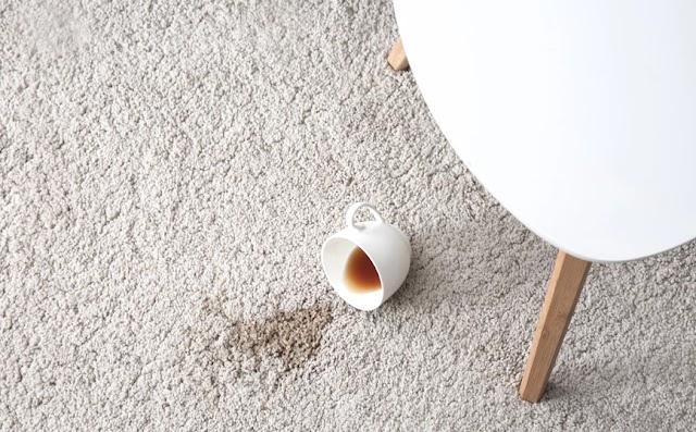 Πώς να αφαιρέσετε τους λεκέδες από καφέ από το καθετί