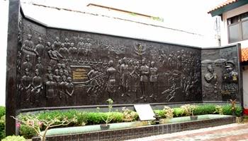 Koleksi Relief Museum Sumpah Pemuda