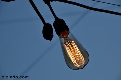 Listrik merupakan daya energi utama yang dapat kita manfaatkan untuk kehidupan, hemat listrik adalah cara terbaik memelihara bumi tempat kita tinggal ini
