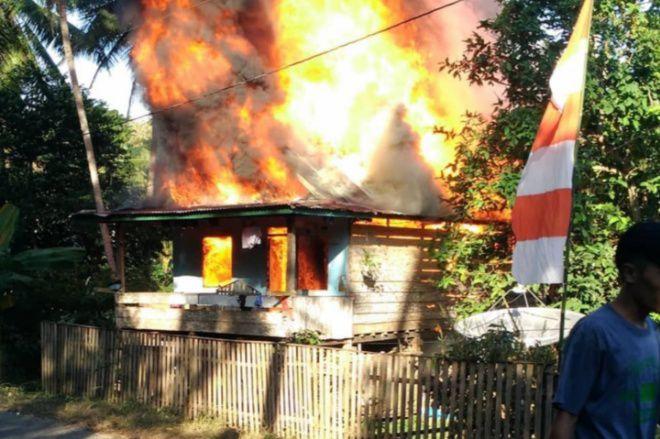 Terbakar! Rumah Panggung di Ureng Bone Ludes Saat Ditinggal Pemilik ke Kebun
