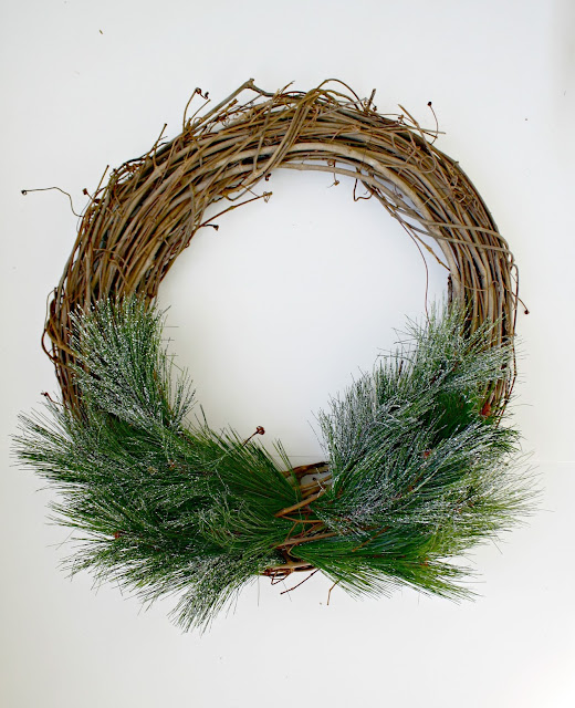 How to create a Christmas grapevine wreath