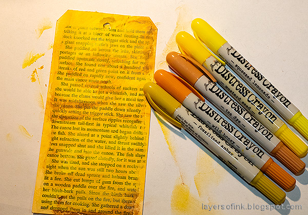 Layers of ink - Book Themed Tag Tutorial by Anna-Karin Evaldsson. Color with Distress Crayons.