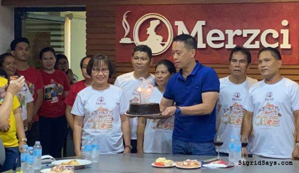 Merzci, Merzci Pasalubong, Bacolod pasalubong, Bacolod pasalubong items, Bacolod food, Bacolod bakeshop, Bacolod business, Jonathan Manuel Lo, Merzci owner, Merzci 25 years, Merzci silver anniversary, Bacolod City, Negros Occidental, Philippines, anniversary cake