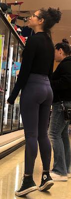 Fotos bonita chica leggins negros ajustados