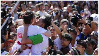5 Tradisi Unik dan Ekstrem Mencari Jodoh di Indonesia