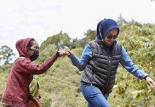 Bupati Luwu Utara, Hajah Indah Putri Indriani yang sempat viral saat melakukan peletakan batu pertama pembangunan gedung Gereja Jemaat Ebenhaezer Masamba, yang terletak di Kelurahan Bone, Kecamatan Masamba, Kabupaten Luwu Utara, Sulawesi Selatan.