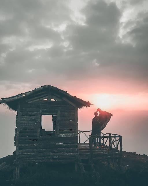 Menikmati sunset di gunung ireng Yogyakarta