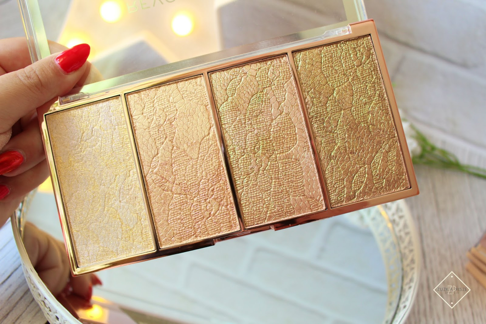MAKEUP REVOLUTION VINTAGE LACE HIGHLIGHTER PALETTE - paleta rozświetlaczy