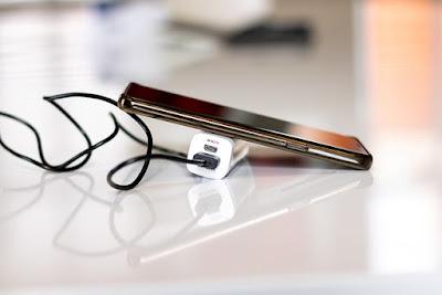 Cara memberi peringatan baterai ketika penuh atau pada saat lemah