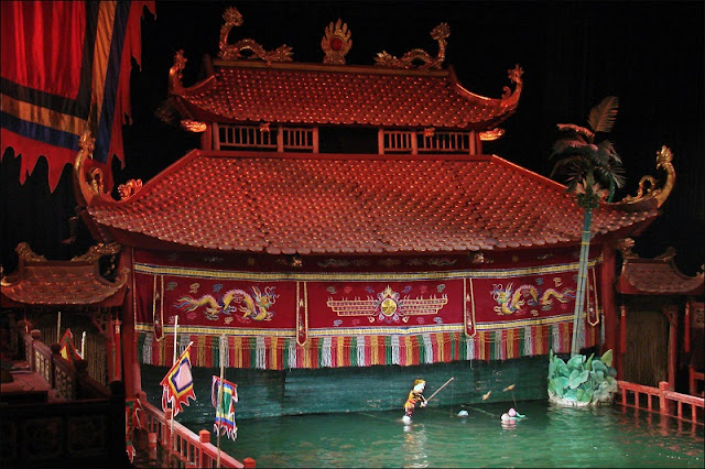 Participate In The Experience Of Interesting Activities On The Hoan Kiem Walking Streets 3