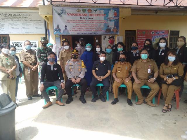 Bupati dan Wakil Bupati Barito Timur Tinjau Pelaksanaan Vaksinasi di Desa