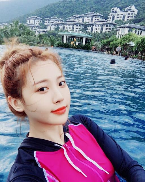 Yura (Girl's Day) đăng ảnh đến Đà Nẵng nghỉ dưỡng (10/2017)
