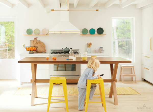 modern kitchen painted with Benjamin Moore White Heron