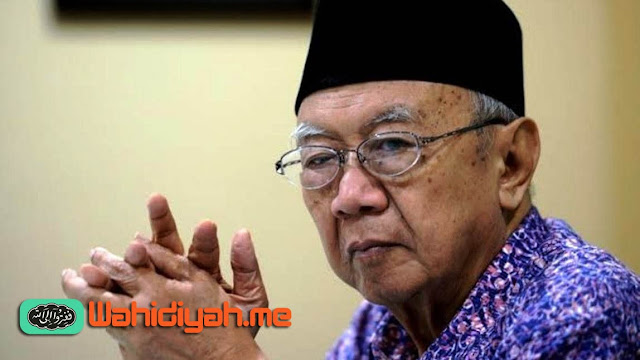 KH Salahuddin Wahid atau Gus Sholah