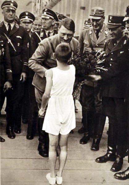 Foto sisi Baik Hitler