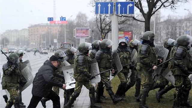 Belarus police arrest protesters at banned demonstration