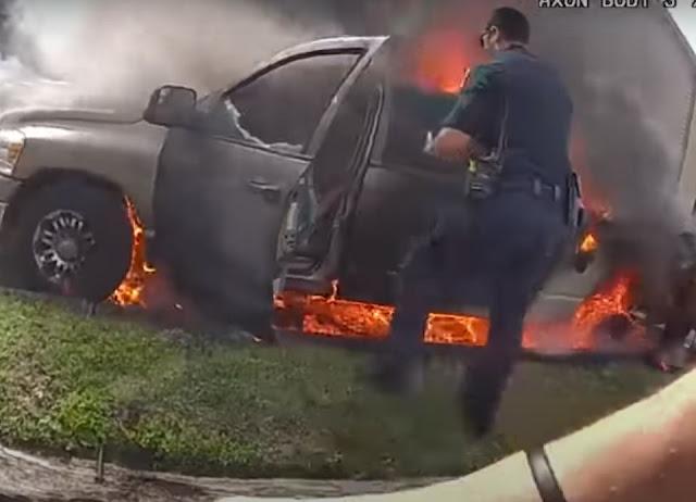 Video: Policías en espectacular momento sacan a hombre de camioneta en llamas