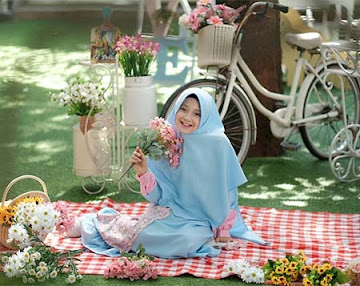 Jameelah Saleem Bawa Bunga