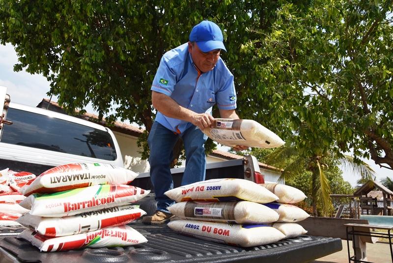 Com apoio do Deputado Botelho Vereador Benvindo entrega doação de alimentos em Rosário Oeste