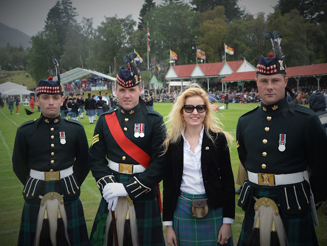 tweed, ecosse-luxe, ecosse, tartan, kilt, blog-ecosse, highlands, scotland, braemar, braemar-gathering, highland-games, highland-games-ecosse, jeux-braemar, women-in-kilt, women-kilt, kilt-femme