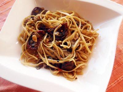 pasta con hongos boletus y tomates secos
