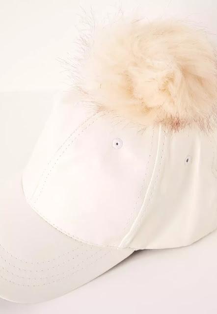 Gorra con pompón