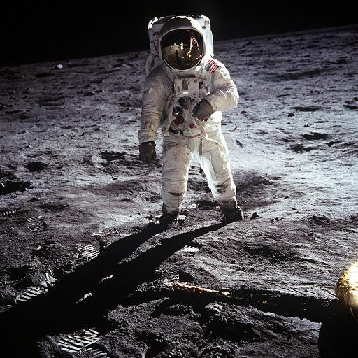 月への着陸