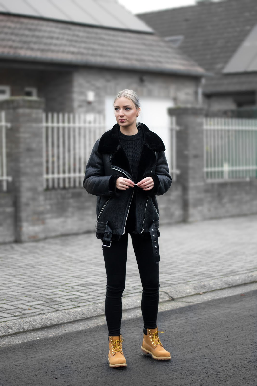 Timberland boots, wheat, premium, outfit, minimal, onlybrands, etrias, women, street style, all black, shearling coat, zara, all saints jeans, amy, weekday huge cropped knit