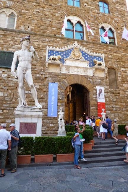 P1070344 - Vale a pena pegar uma guia que fale português em Florença?