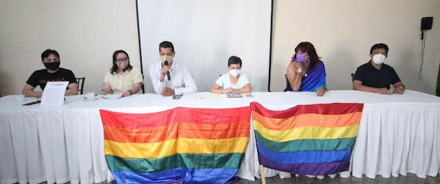 Presentan 14 organizaciones la Agenda del Colectivo LGBTTTIQ de Yucatán. Antonio Sánchez