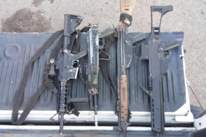 Capturan a célula delictiva con arsenal en Michoacán