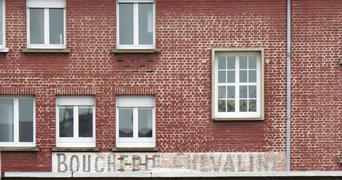des signes sur les murs a cheval sur la qualit. Black Bedroom Furniture Sets. Home Design Ideas