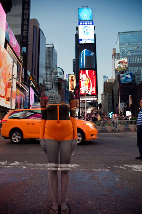 12-Times-Square-Trina-Merry-Astrology-and-Camouflage-in-Body-Painting-Art-www-designstack-co