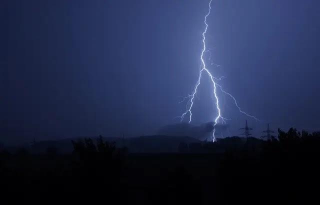 Bretagne - Morbihan (56) : Une mini-tornade traverse deux villages