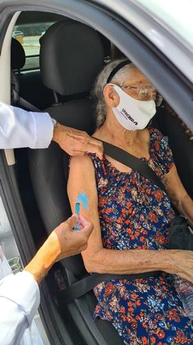 Janeiro encerra com vacinação drive-thru tranquila em Paulista