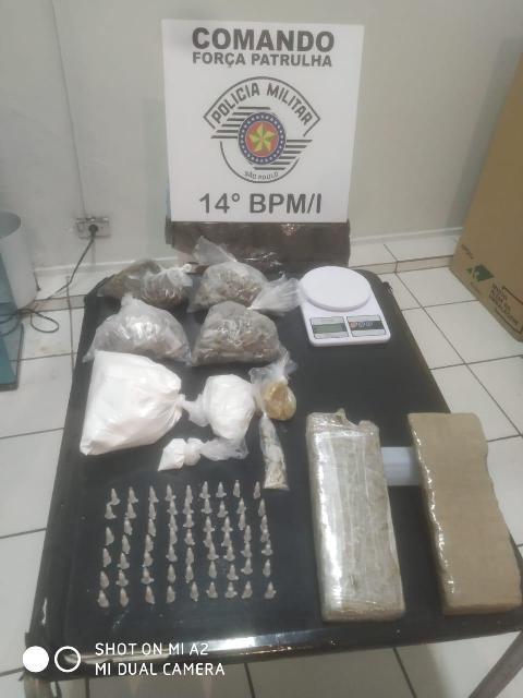 POLÍCIA MILITAR APREENDE GRANDE QUANTIDADE DE DROGAS EM PREDIO DO CDHU EM CAJATI