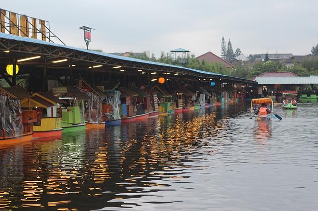 Waduk penjalin jadi floating market