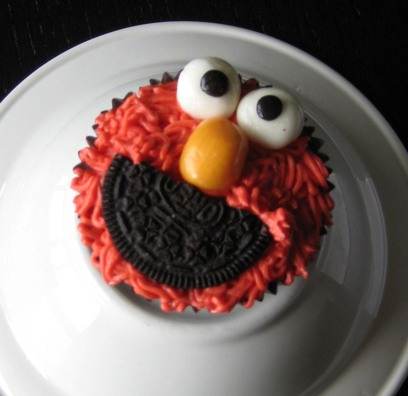 Custom Cakes By Julie Elmo Cupcakes
