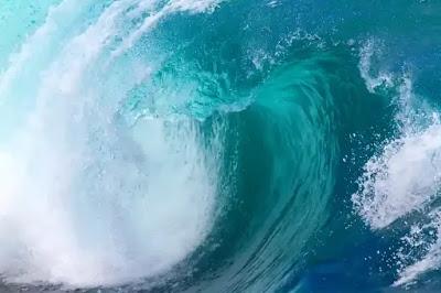 رؤية الأمواج العالية في المنام