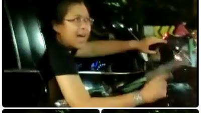 VIRAL, Pengendara 'Koboi' Fortuner Malah Acungi Pistol Usai Tabrak Sepmor, Tonton Videonya