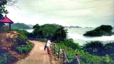 pantai teluk asmoro malang selatan