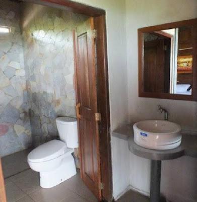 kamar mandi hotel cocohuts karimunjawa
