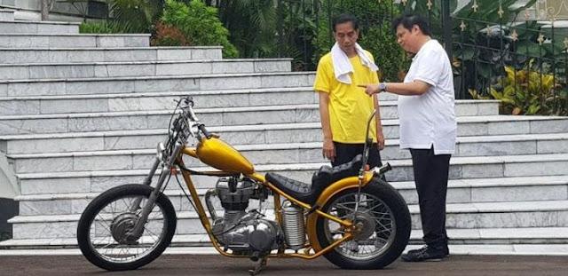 Airlangga Hantam Anies, RR: Jokowi Itu Presiden Bukan?